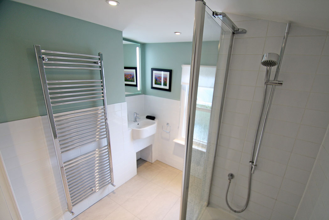 Bathroom renovation in kingston upon thames seal homes for Bathroom design kingston